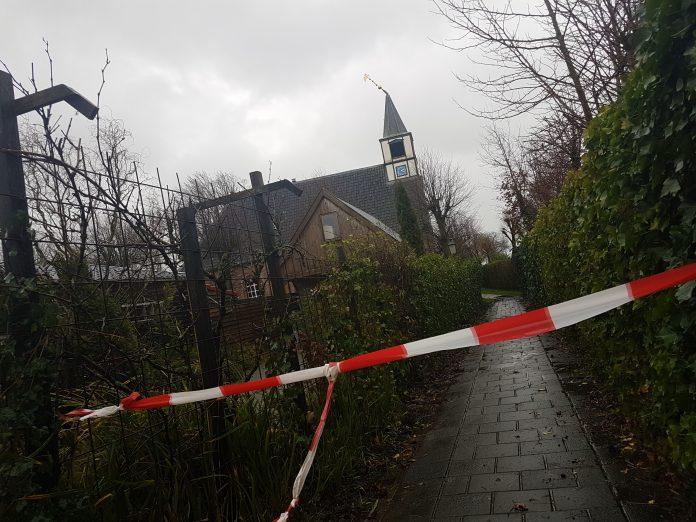 Windvaan pronkt weer op de kerk van Niezijl