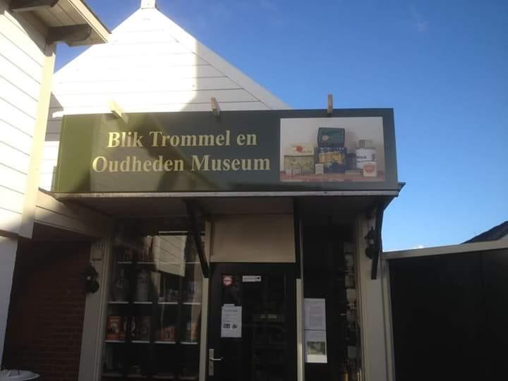 10 jaar Blik trommel en oudheden museum