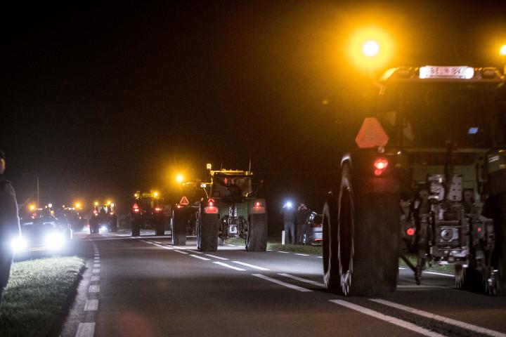 Eerste Groningse boeren vanuit Niezijl onderweg naar Den Haag